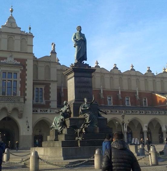 Pomnik Adama Mickiewicza na Rynku Głównym w Krakowie | Adam Mickiewicz Statue at Main Market Square